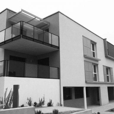 Foyer ADAPEI - façade en noir et blanc